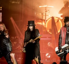 Motley Crue perform at the Tacoma Dome. (Photo: John Lill)