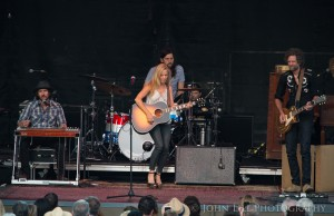 Sheryl Crow performs at Chateau Ste. Michelle. (Photo: John Lill)