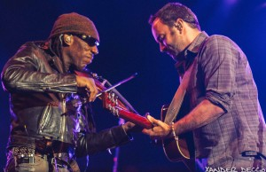 Boyd Tinsley and Dave Matthews of Dave Matthews Band jam out during their show at The Gorge. Photo by Xander Deccio