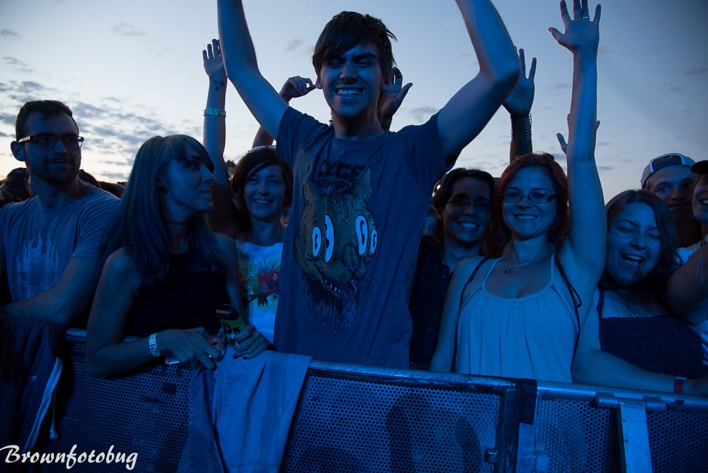 Cage the Elephant crowd Photo by Arlene Brown-2