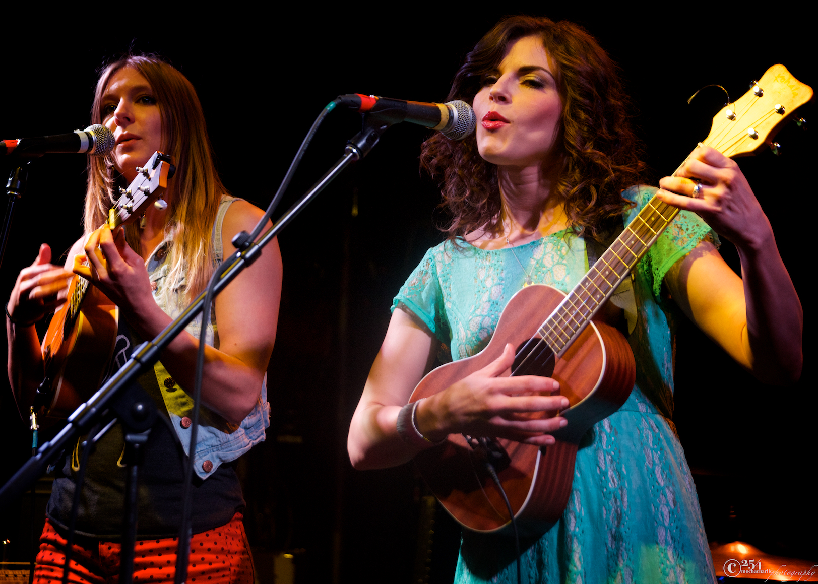 Heather Thomas & Kristen Palmer at The Tractor Tavern (Photo by Mocha Charlie)